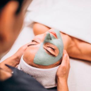 ¿Cómo eliminar las cicatrices en la cara?