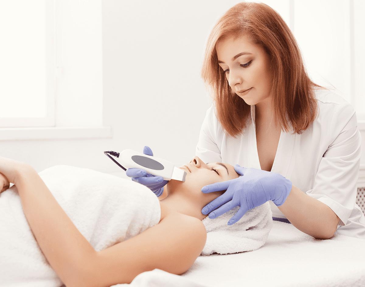 Limpieza facial con ultrasonido: lo último para limpiar tu piel